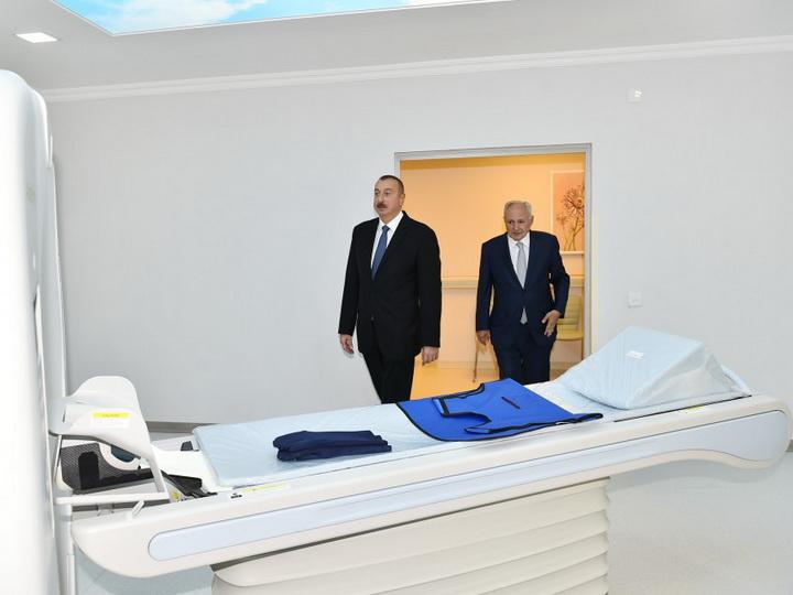 Президент Ильхам Алиев ознакомился с Нефтчалинской центральной районной больницей после реконструкции - ФОТО