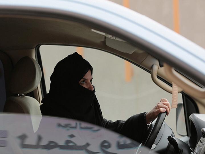 СМИ: в Саудовской Аравии женщины получили право водить машину