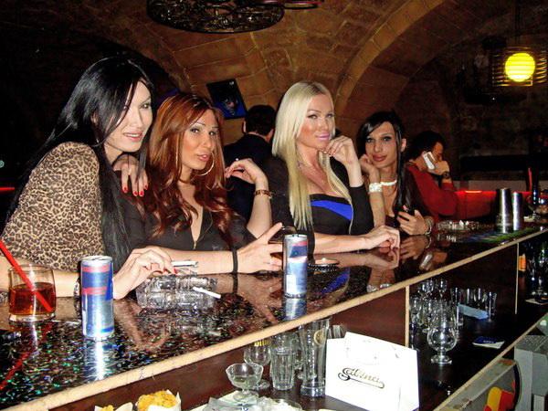 Бакинские трансвеститы-проститутки хотят, чтобы общество не замечало их беззакония