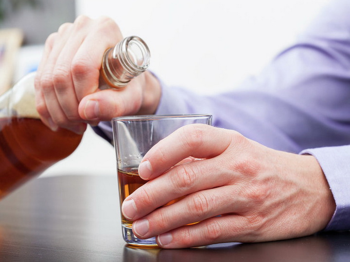 Как вывести алкоголика из запоя против его воли