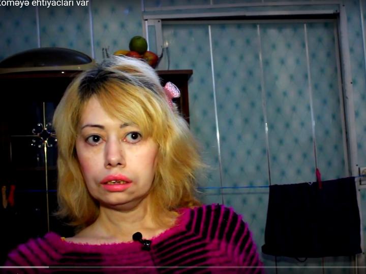 Старшие сестра одни дома видео