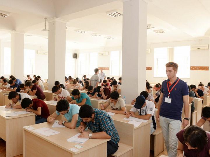Стало известно, каким будет максимальный балл на выпускном и вступительном экзаменах в вузы
