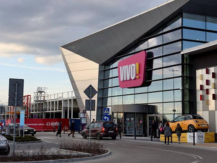 В Польше мужчина с ножом напал на посетителей торгового центра - ВИДЕО