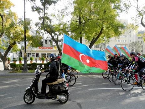 Dövlət Bayrağı Gününə həsr olunan veloyürüş keçirilib – FOTO