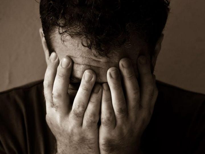 Мужчина устал от одиночества и кастрировал себя