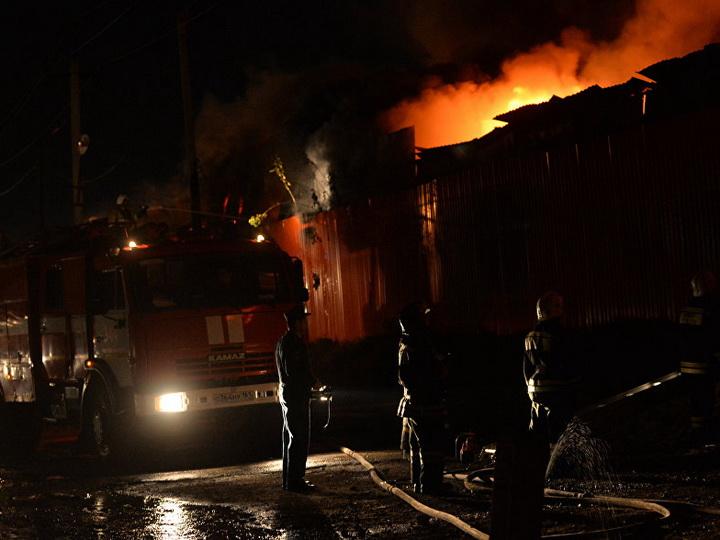 В Москве загорелся вещевой рынок: эвакуировано 150 человек - ВИДЕО