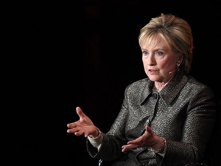 СМИ: Клинтон купит у бывшего британского разведчика досье на Трампа