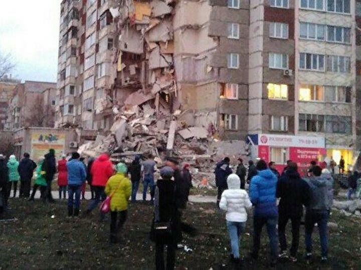 Rusiyanın İjevsk şəhərində yaşayış binası uçub, ölənlər var - FOTO - VİDEO