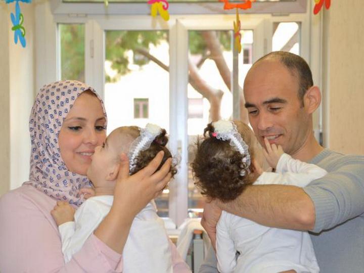 В Италии хирурги успешно разделили полуторагодовалых сиамских близнецов - ФОТО