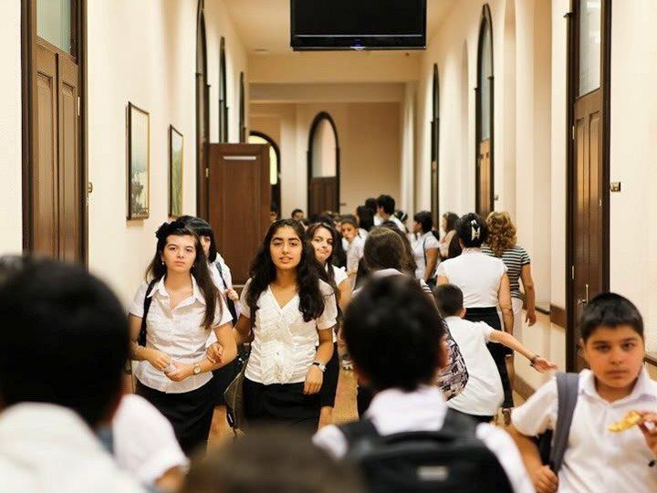 Глава Управления образования города Баку о повышении эффективности школьной среды