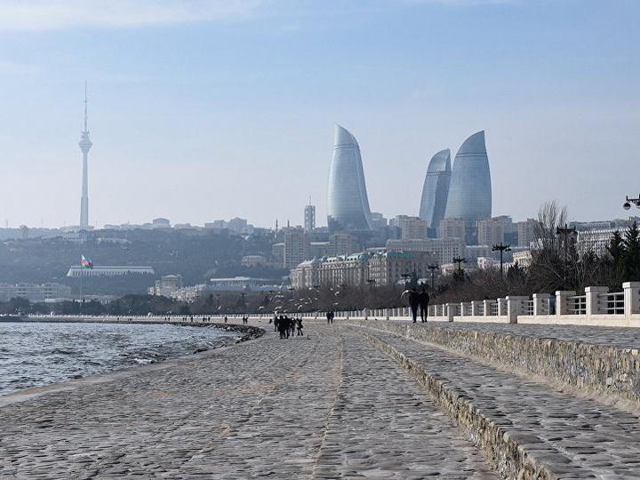 В Баку девушка пыталась утопиться из-за несчастной любви