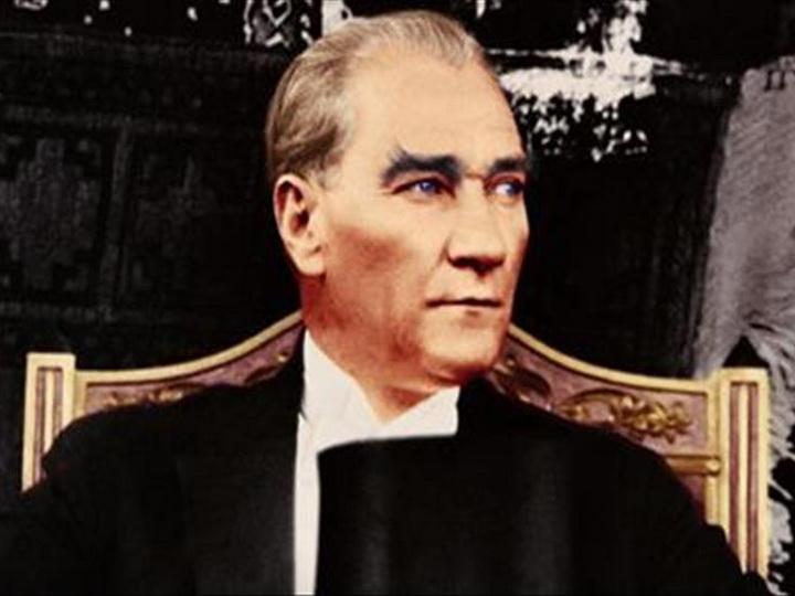 Отец нации. Турция замерла в минуте молчания в память об Ататюрке – ФОТОРЕПОРТАЖ