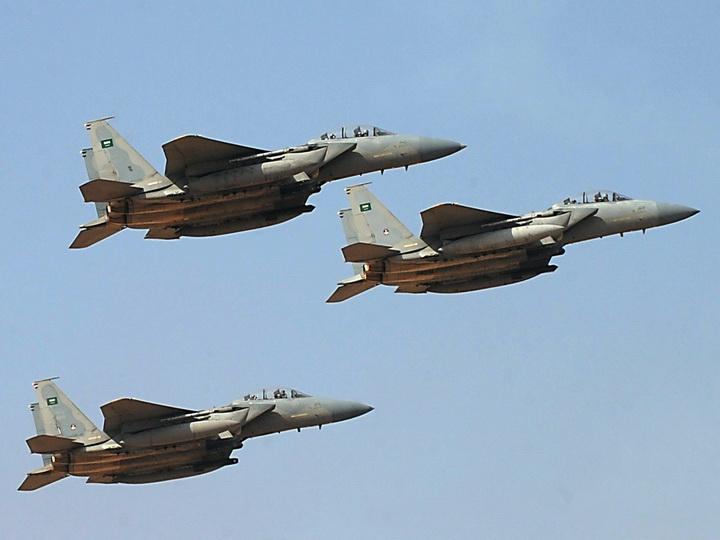 Арабская коалиция нанесла два авиаудара по министерству обороны Йемена