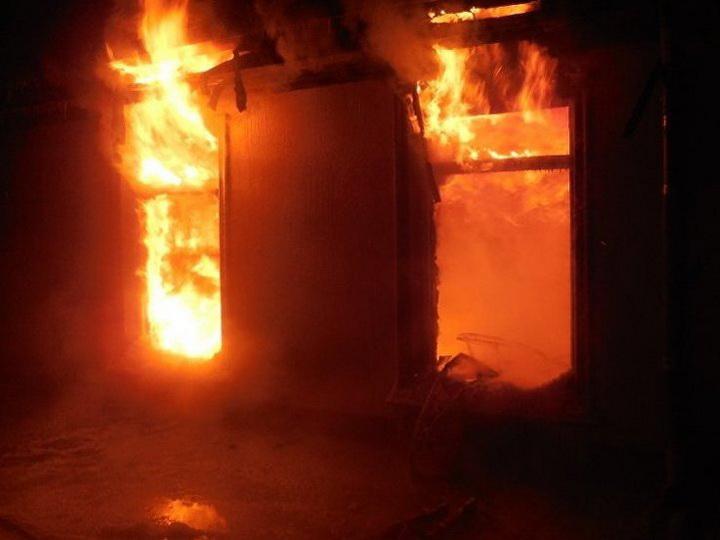 В Абшеронском районе в частном доме сгорел человек