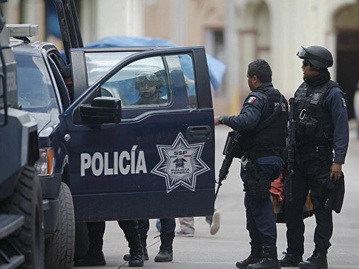 В Мексике шесть человек погибли при столкновении автобуса и катафалка