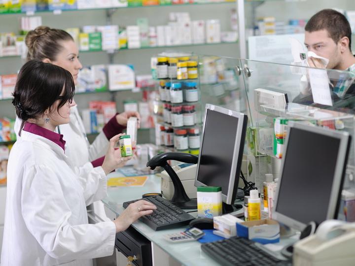 Правоохранительные органы ведут борьбу с незаконной продажей в аптеках Баку сильнодействующих препаратов