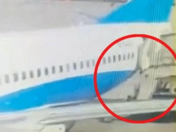 Стюардесса китайской авиакомпании выпала из самолета и сломала позвоночник – ВИДЕО