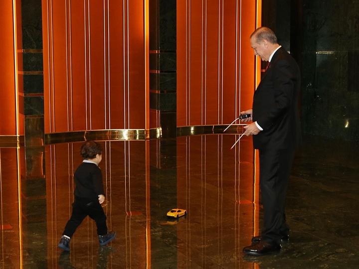 Эрдоган поделился фотографией с внуком - ФОТО