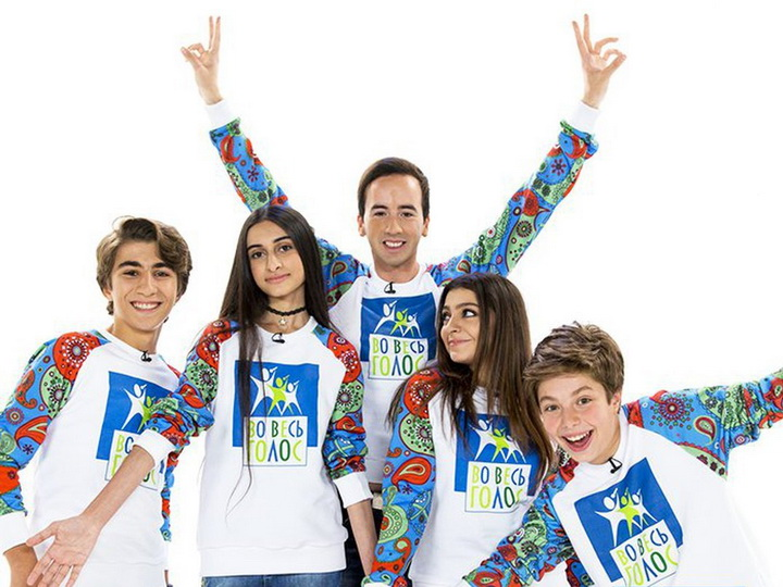 Эмиль Кадыров и юные азербайджанские певцы исполнили песню Муслима Магомаева «Азербайджан» на телеканале «МИР» - ВИДЕО