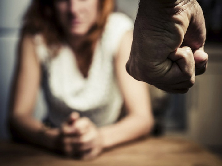 В Баку задержан мужчина, избивший бывшую жену