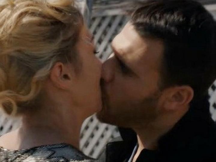Страстные поцелуи девушек видео, ебут в ванной фото