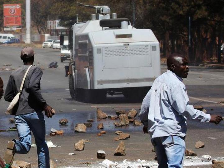 СМИ: в столице Зимбабве произошли три взрыва