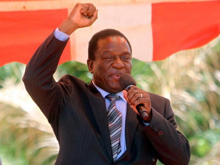 Правящая партия Зимбабве призвала Роберта Мугабе уйти вотставку
