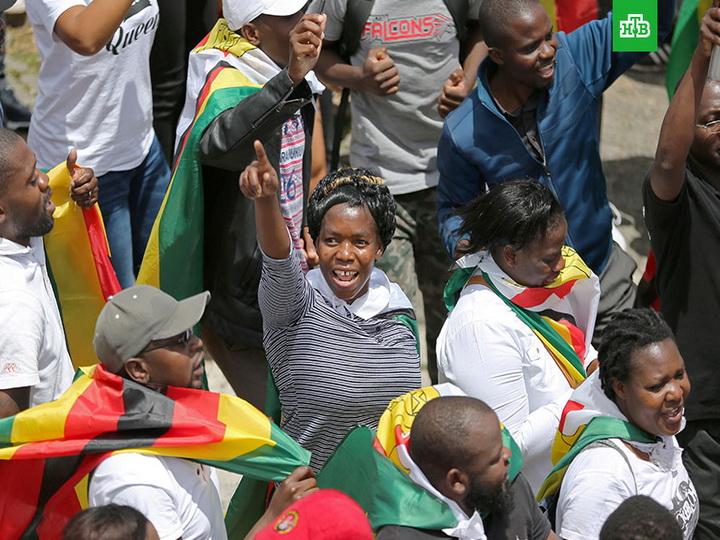 Десятки тыс. граждан Зимбабве вышли намарш заотставку Мугабе