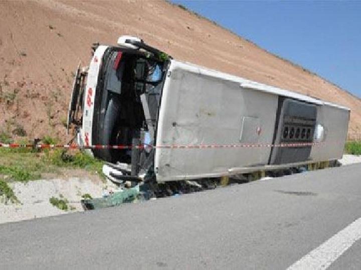 Türkiyədə avtobus aşıb: ölən və yaralananlar var