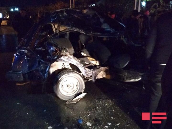 Баку легковой автомобиль столкнулся с автобусом - ФОТО