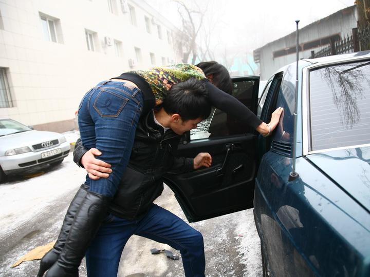 В Баку прямо перед вузом похищена студентка