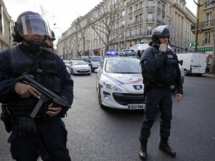 Впригороде Парижа полицейский убил трёх человек, есть раненные