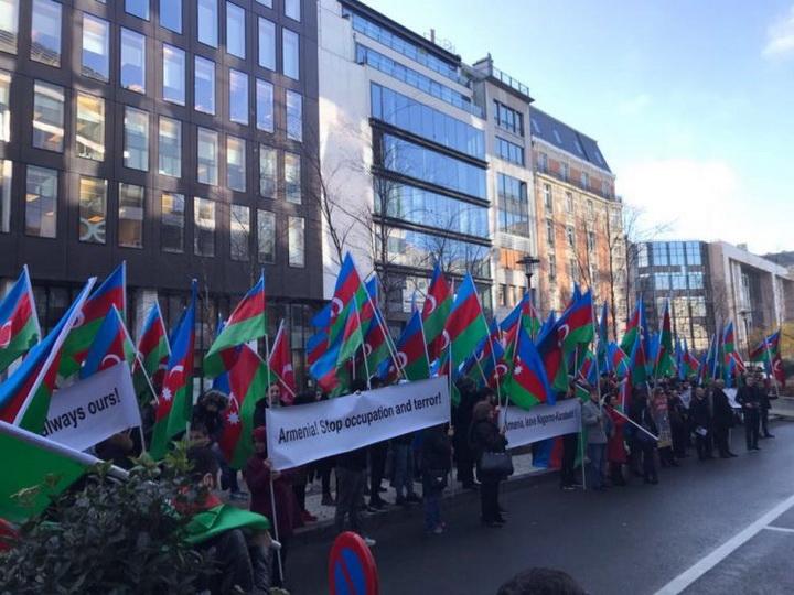 Avropadakı azərbaycanlılar Brüsseldə aksiya keçirib