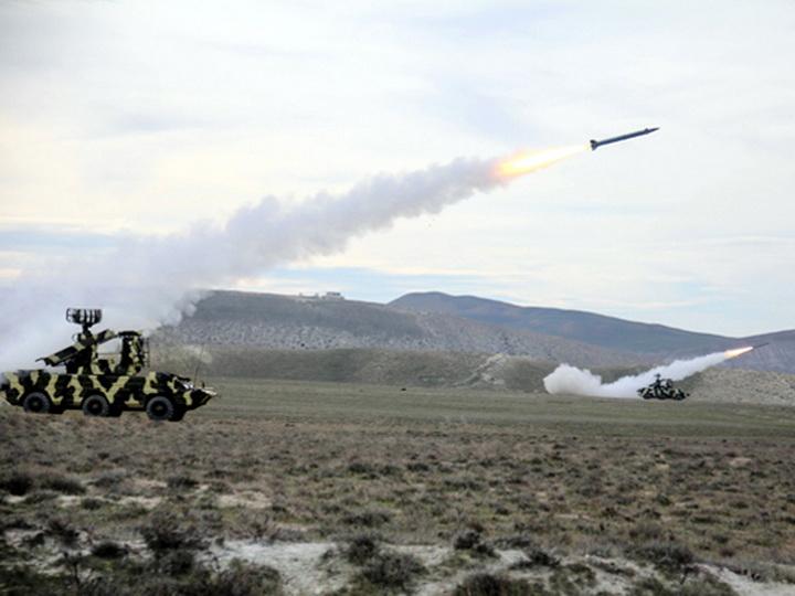 ВВС Азербайджана провели тактические учения