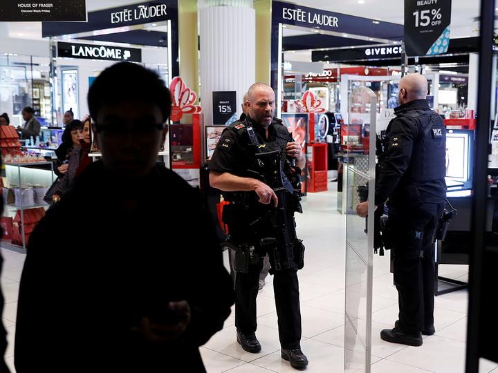 Полиция сообщила о стрельбе в метро Лондона