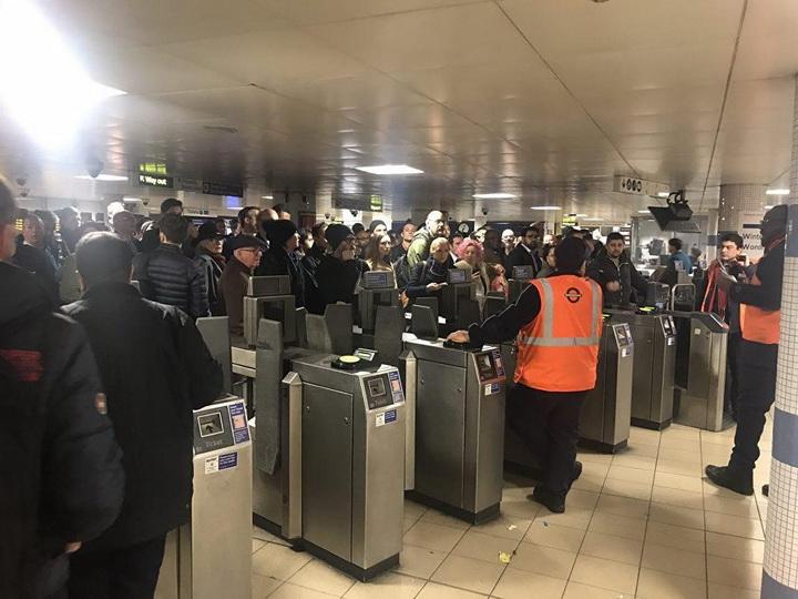 В Лондоне более 15 человек получили травмы в результате инцидента в метро