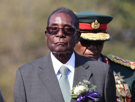 Экс-президент Зимбабве будет каждый месяц получать $150 тыс. — Guardian