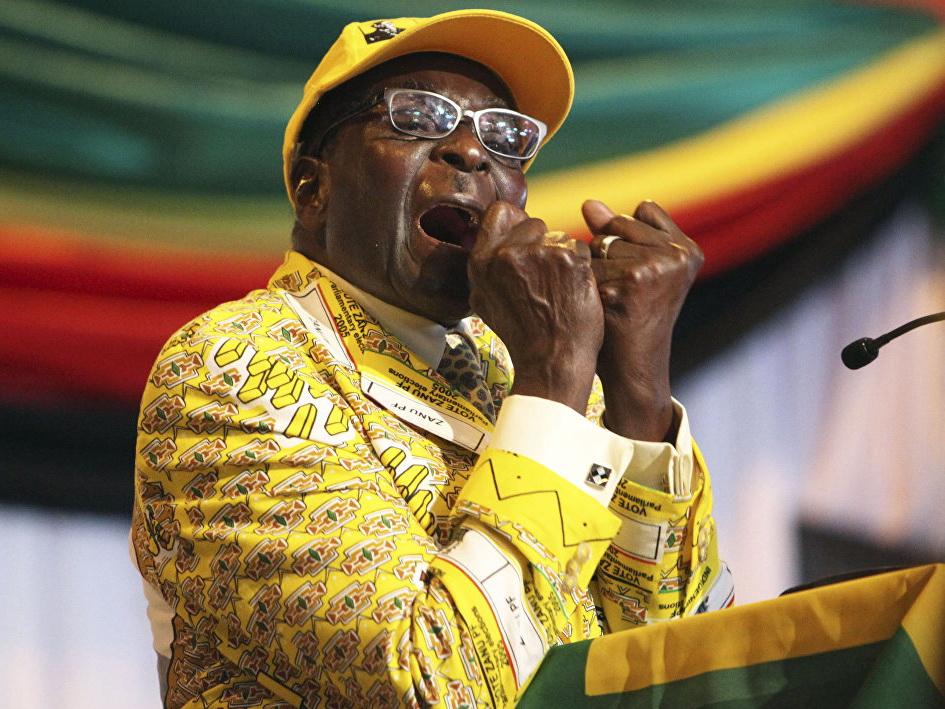 Экс-президент Зимбабве попросил засвою отставку $10 млн ипожизненную пенсию