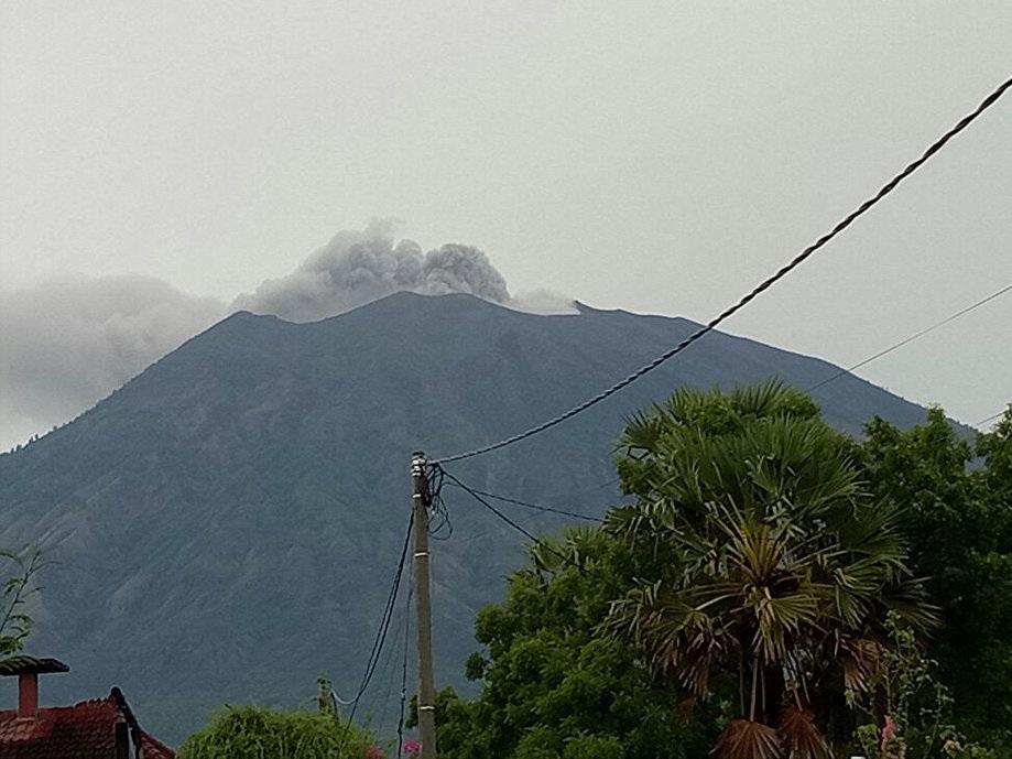 Русские туристы ждали отизвержения вулкана Агунг наБали чего-то большего