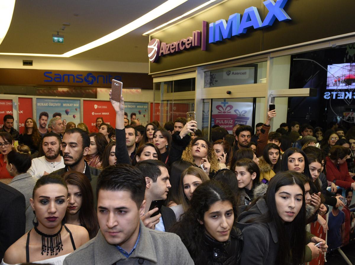 В Баку состоялась премьера турецкого фильма «Kardeşim Benim 2» с участием Бурака Озчевита