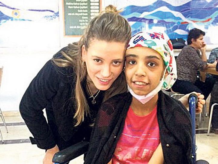 Звезда сериала «Medcezir» тайно помогала фонду борьбы с раком – ФОТО