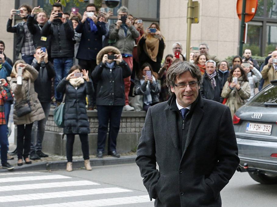 Суд в Испании снял ордер на арест Пучдемона