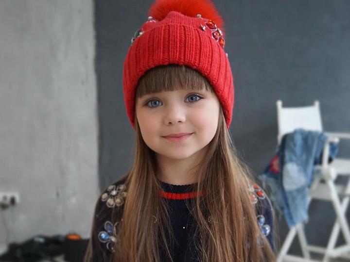 Шестилетнюю девочку из России назвали самой красивой в мире – ФОТО