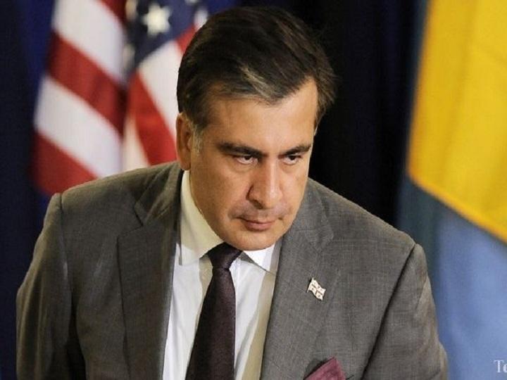 Saakaşvili binanın damına çıxdı: İntihar edəcəyini deyir - VİDEO