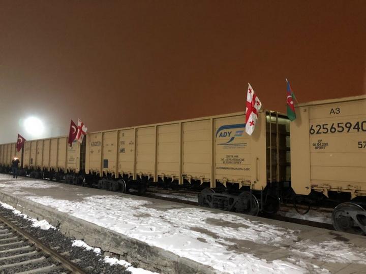 Первый поезд с флагом Aзербайджана уже находится на территории Турции