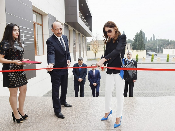 Mehriban Əliyeva Rostropoviçlər adına Musiqi Məktəbinin yeni binasının açılışında iştirak edib