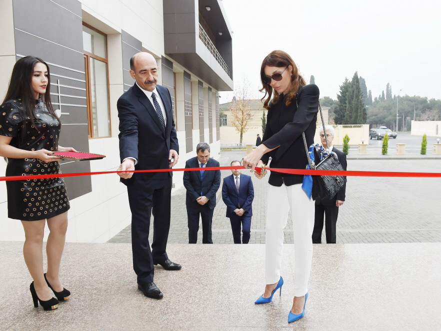 Первый вице-президент Мехрибан Алиева приняла участие в открытии нового здания Музыкальной школы имени Ростроповичей - ФОТО