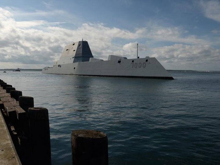 США спустили наводу эсминец будущего – ВИДЕО