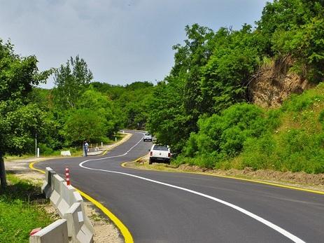 Qubada 12 kəndin əhalisi yeni avtomobil yollarından istifadə edəcək