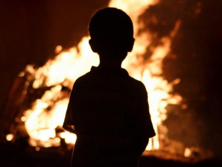В России 9-летниймальчик вынес из горящего дома своих братьев и сестру
